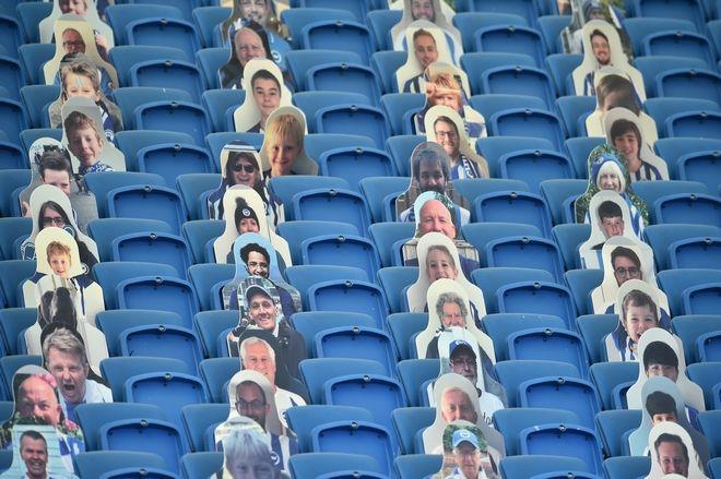 Πρόσωπα οπαδών στο γήπεδο της Brighton