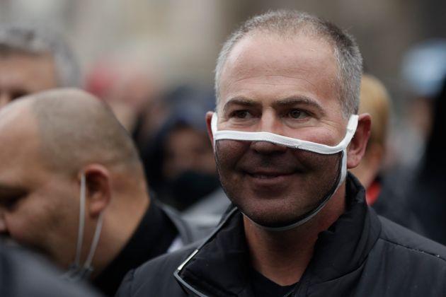 Κορονοϊός: Οι μάσκες έκαναν την Τσεχία χώρα πρότυπο - αλλά μετά τα