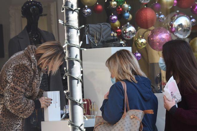 Στιγμιότυπο από ψώνια μέσω click away, παραμονές Χριστουγέννων 2020