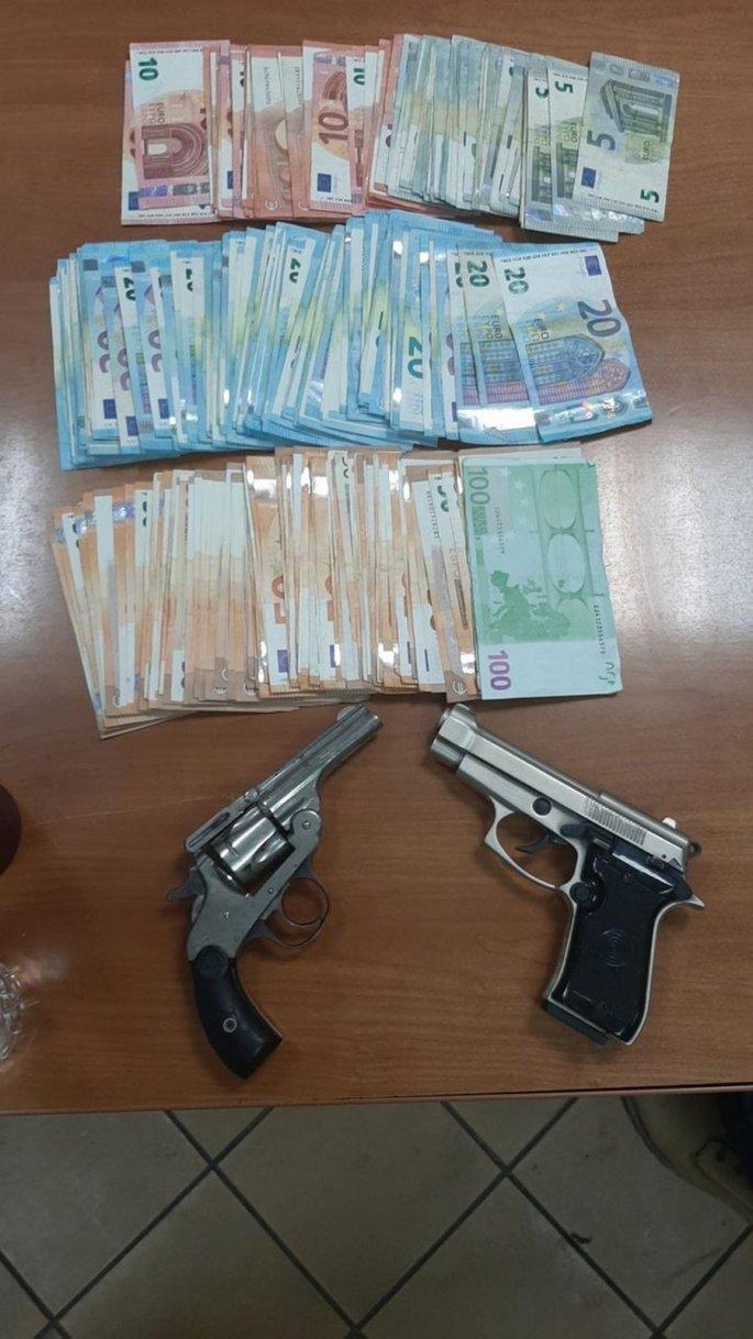 χρήματα και όπλα σε παράνομο εργοστάσιο τσιγάρων