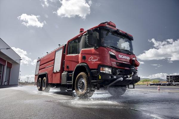 Με στόχο την ενίσχυση της ασφάλειας των πτήσεων αγοράστηκαν και παρελήφθησαν 15 νέα πυροσβεστικά οχήματα τύπου Rosenbauer
